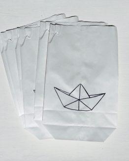 Papiertüte mit Faltboot